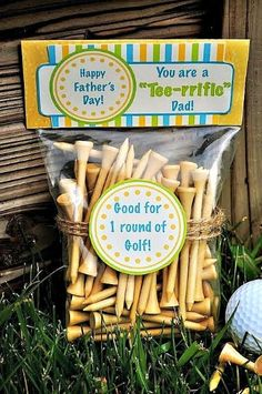 For the Tee-rrific Dad this Fathers day - Golf Bag Topper perfect with Golf Tees. This and more DIY Fathers Day Gifts