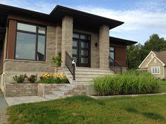 Aménagement contemporain Front House Landscaping, Front Walkway, Backyard Landscaping, House Landscape, Garden Landscape Design, Patio Pergola, Outdoor Steps, House Front, Curb Appeal