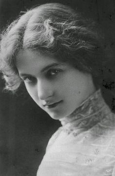 Maude Fealy from the Early 1900s Maude Fealy was an American actress who during the early twentieth century was one of the leading ladies of the American stage. Her youthful beauty made her a popular subject for postcards.