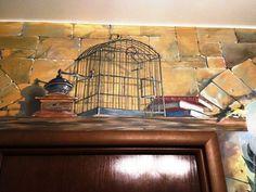 роспись стены над дверью, полка с клеткой,  дверца открыта, птичка упорхнула) на полке несколько книг о любимых художниках, старинная кофемолка
