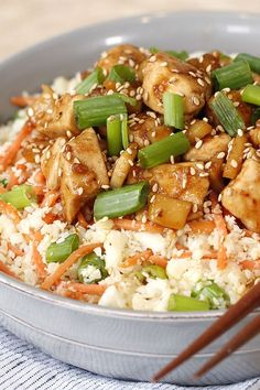 Teriyaki Chicken Cauli' Rice Bowl New cauliflower rice recipe! Teriyaki bowls are delicious, but they tend to be high in carbs, sugar & calories. BONUS: You only need one skillet! Rice Recipes, Chicken Recipes, Dinner Recipes, Cooking Recipes, Dinner Dishes, Turkey Recipes, Main Dishes, Chicken Cauliflower, Cauliflower Recipes