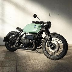 As a beginner mountain cyclist, it is quite natural for you to get a bit overloaded with all the mtb devices that you see in a bike shop or shop. There are numerous types of mountain bike accessori… Cafe Racer Style, Bmw Cafe Racer, Cafe Racer Build, Bmw Motorcycles, Vintage Motorcycles, Cafe Racer Dreams, Vintage Helmet, Bmw Scrambler, Bmw Boxer