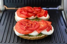 Homemade Grilled Mozzarella Sandwich with Walnut Pesto and Tomato that's easy to assemble and bursting with flavor - lunch never looked so good! Healthy Breakfast Snacks, Salad Recipes Healthy Lunch, Healthy Sandwiches, Healthy Dishes, Good Healthy Recipes, Food Dishes, Delicious Recipes, Food Food, Mozzarella Sandwich
