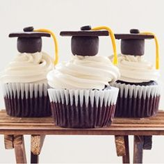 These super cute Graduation Cupcakes look so good!