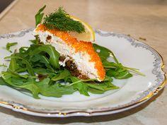 Cheesecake med lax på rucolabädd  | Recept.nu