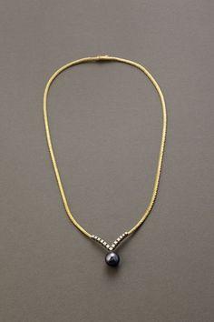 Koruteollisuus Tillander, A Pearl Necklace, 18K gold, Tahiti pearl and 8/8-cut diamonds, 1965. | Hagelstam & Co #Finland