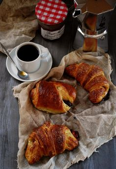 Croissants with good step-by-step pictures