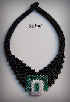 Fekete nyakék egy kis zölddel és fehérrel / Black Necklace with some Green and White