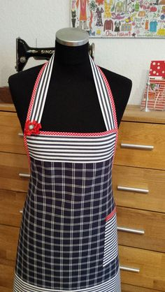 """Blau & Weiß""- Kochschürze von XBergDesign auf DaWanda.com Sewing Tools, Sewing Crafts, Sewing Projects, Retro Apron, Aprons Vintage, Pretty Little Dress, Little Dresses, Uncommon Threads, Cute Aprons"