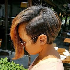 This cut is so edgy mrskj Love it atlstylist atlantastylist bob haircolor voiceofhair ✂️========================== Go to VoiceOfHair.com ========================= Find hairstyles and hair tips! =========================