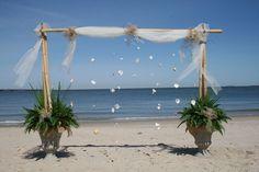 Beach wedding idea. http://prettyweddingidea.com/
