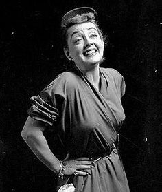 On old #Photo in black and whitte of the great actrees #BetteDavis !!! ;-) <3 <3 <3 ...