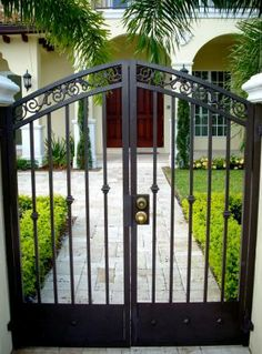 PERSONAL GATE