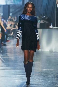 H&M Studio Fall it's second runway show during Paris Fashion Week, H&M Studio (the name of H&M's key seasonal outings) presented a fall-winter… Fashion Moda, Runway Fashion, High Fashion, Fashion Outfits, Womens Fashion, Paris Fashion, Joan Smalls, Girls In Mini Skirts, Moda Paris