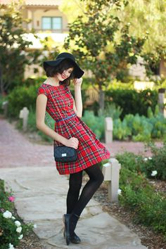 Ever have one of those dresses that just makes you want to wear it... all of the time? This...