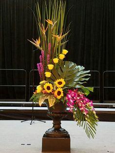 Selecting The Flower Arrangement For Church Weddings – Bridezilla Flowers Deco Floral, Arte Floral, Floral Design, Casket Flowers, Table Flowers, Creative Flower Arrangements, Floral Arrangements, Cascading Flowers, Church Flowers