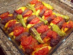 İZMİR KÖFTE – gerçek bir İzmir Köfte yapmak istiyor ve lezzete lezzet katm… – Kolay yemekler – Las recetas más prácticas y fáciles Lunch Recipes, Meat Recipes, Cooking Recipes, Iftar, Good Food, Yummy Food, Middle Eastern Recipes, Turkish Recipes, Food And Drink