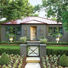 Exterior Paint Colors - You want a fresh new look for exterior of your home? Get inspired for your next exterior painting project with our color gallery. All About Best Home Exterior Paint Color Ideas Garden Cottage, Cottage Homes, Home And Garden, Big Garden, Cottage Porch, Garden Oasis, Exterior Paint Colors, Exterior Design, Exterior Rendering