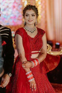 Bridal Hairstyle Indian Wedding, Indian Bridal Outfits, Indian Bridal Fashion, Indian Bridal Wear, Indian Wear, Indian Gowns Dresses, Indian Fashion Dresses, Indian Designer Outfits, Bridal Dresses