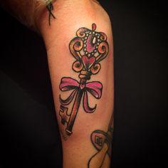 #key #tattoo #traditionaltattoo #oldschooltattoo #femaletattooartist #color #jessicazegretti #jessupersonic