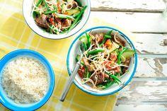 9 mei - Komkommer in de bonus - Uit de wok. Thaise biefstuksalade met pittige oosterse marinade - Recept - Allerhande