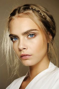 CARA DELEVINGNE Show Beauty, Valentino Couture, Cara Delevingne Style, Poppy Delevingne, Female Celebrities, Celebs, Models, Vogue, Beauty Makeup