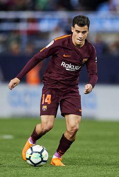 Philippe Coutinho of FC Barcelona controls the ball during the La Liga match between Malaga and Barcelona at Estadio La Rosaleda on March 10, 2018 in Malaga, Spain.