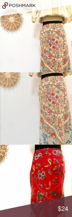 """Free People midi skirt size small Boho beautiful Free People skirt. Looks new, 100% cotton and polyester lining. Size small. Made to wear either side you prefer. 28"""" long with a side zipper. Style with a crop top and cute flat tan sandals. Free People Skirts Midi"""