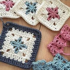 Special Granny square - triple crochet granny square - different granny square - Tamil - DIY crochet. link for Granny square: . Like my faceook page: . visit My etsy shop: . Knitting PatternsKnitting For KidsCrochet ProjectsCrochet Scarf Motifs Granny Square, Granny Square Crochet Pattern, Crochet Blocks, Crochet Squares, Crochet Blanket Patterns, Crochet Motif, Flower Granny Square, Granny Square Tutorial, Crochet Cushions