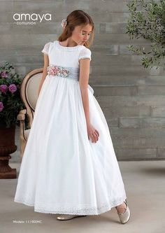 Amaya Comunión 2018 | Centro Novias Albolote Girls Communion Dresses, Girls Dresses, Flower Girl Dresses, Confirmation Dresses, First Communion Party, Lovely Dresses, Girl Fashion, Girl Outfits, White Dress