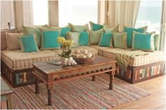 Definitely my favorite pallet couch. I love the colors at the base!