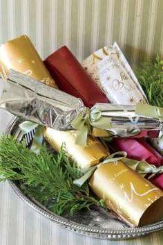 Birmingham designer Iris Thorpe orders cracker snaps at christmas-crackers-usa.com and uses bath tis... - Laurey W. Glenn