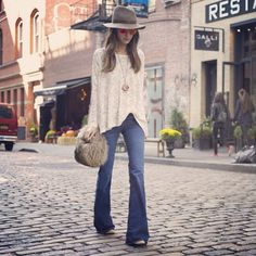 Boho chic: the shirt, jeans, and necklace are sublime. The purse, not so much.
