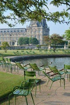 Springtime in Jardin des Tuileries Paris France Totally Frickin Awesome Tuileries Paris, Jardin Des Tuileries, Beautiful Paris, I Love Paris, Paris Garden, Reisen In Europa, Paris City, Paris Photos, Paris Travel