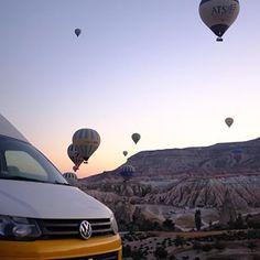 Afbeelding kan het volgende bevatten: lucht en buiten Camper, Caravan, Camper Van, Airstream Trailers, Motorhome, Mobile Home, Rv