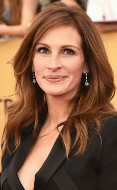 Julia Roberts from Get the Look: Hair & Makeup from the 2015 SAG Awards Short Hairstyles 2015, Short Layered Haircuts, Medium Bob Hairstyles, Short Hair Cuts, Cool Hairstyles, Casual Hairstyles, Pixie Haircuts, Braided Hairstyles, Julia Roberts