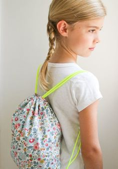 Corinne's Thread: Liberty Backpacks - The Purl Bee - Knitting Crochet Sewing Embroidery Crafts Patterns and Ideas! Backpack Tutorial, Backpack Pattern, Purl Bee, Sewing Tutorials, Sewing Crafts, Sewing Projects, Sewing Kits, Free Sewing, Sewing Ideas