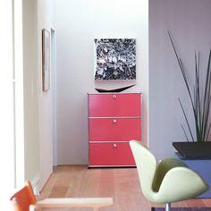 Something different – be creative with colours.  #pink #pinkfurniture #pinkstyle #pinkdesign #wardrobe #garderobe #wardrobes #entrancedesign #homedecor #interior #interiordesign #furniture #homedesign #homedecoration #interiordesigner #furnituredesign #interiorstyle #swissmade #modernism #designinterior #moderndesign #interiordesigns #designlovers #designinteriores #homefurniture #modernfurniture #designart#USMhaller #usmmodularfurniture #USMfurnitu