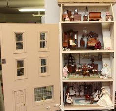 CONTEMPORARY TOWN HOUSE DOLL HOUSE, ELECTRIFIED, BESPAQ FURNITURE.