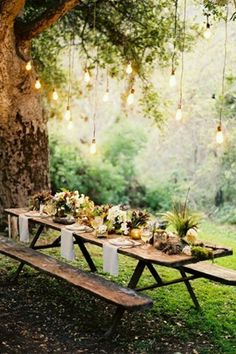 houten picknicktafel, romantisch etentje, wooden picnic table, romantic dinner in the nature