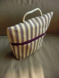 tuto de la fameuse PUS (pochette ultra simple) - je confirme, c'est très simple ^^ Diy Sac, Denim Ideas, Diy Purse, Couture Sewing, Tote Pattern, Fabric Bags, Zipper Bags, Purses And Bags, Pouch