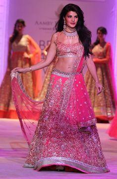 Jacqueline Fernandez brings the curtains down on Jyotsna Tiwari's show.
