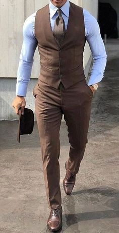 7 Simple Accessories That Make Any Man More Attractive No Matter His Style Mens Fashion Suits, Mens Suits, Suits Uk, Womens Fashion, Chaleco Casual, Gilet Costume, Mode Costume, Gentleman Style, Wedding Suits