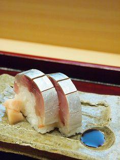 鯖寿司 Sabazushi (mackerel sushi)