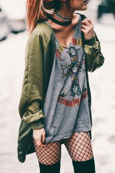 22 Grunge Outfits ideas with Fishnet Tights - Ninja Cosmico Grunge Fashion, Look Fashion, Fashion Outfits, Fashion Trends, Fashion Edgy, Fashion Beauty, Rock Style Fashion, Rock Girl Style, Fashion Boots
