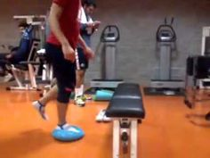 Riabilitazione ginocchio esercizio di coordinazione e propriocezione neuromuscolare - YouTube