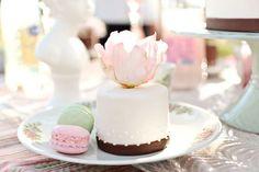 Súper hermoso este minicake, con detalles muy finos. :)