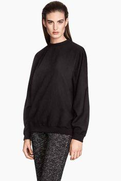Jersey con mangas dolman: Jersey tejido con mangas dolman. Remate elástico en el cuello, los puños y la parte inferior. Cremallera oculta en la nuca.