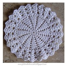 Free Crochet Pattern For Snowflake Table Runner : Crafty Crochet and Things: Snowflake Table Runner. Elegant ...
