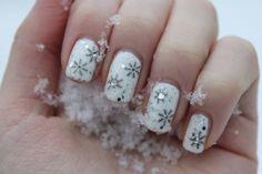 Snowflakes | Christmas nail art